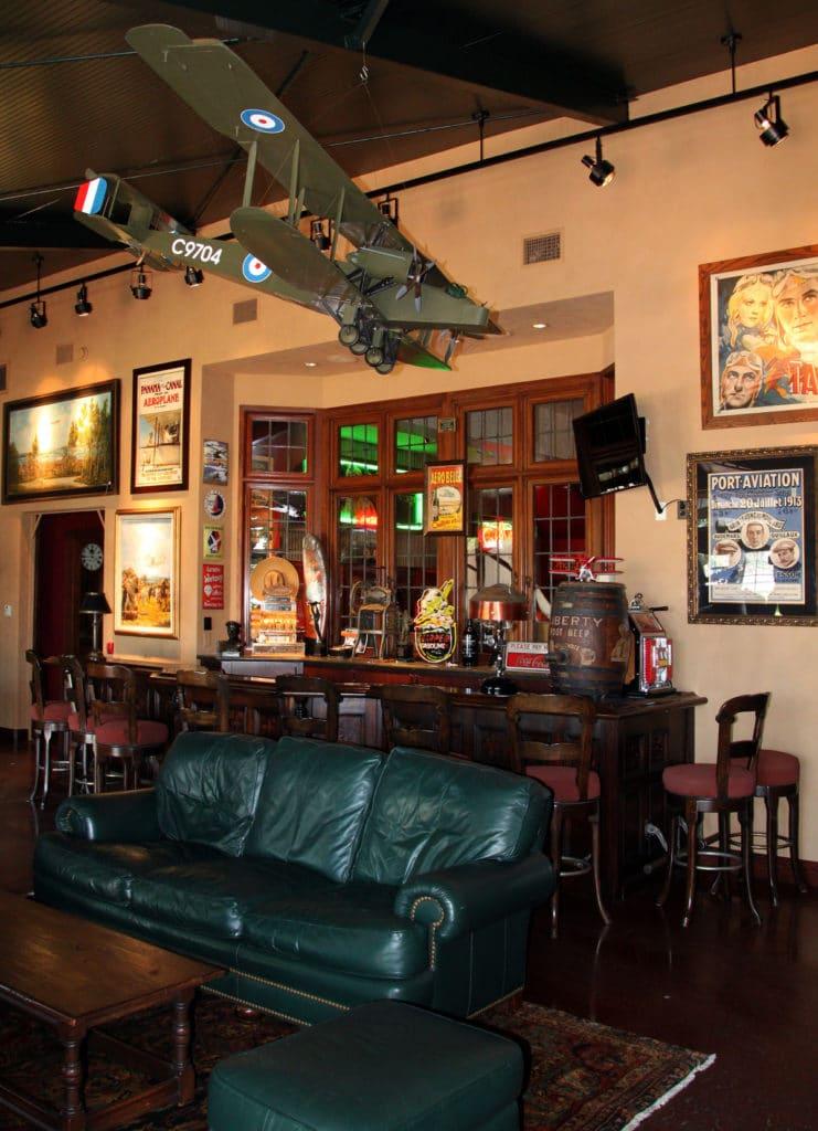 Image-FlyingMagAllenAirways-San Diego Lounge